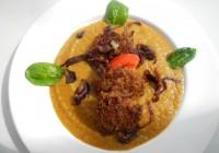 Chiftele cu sos de legume si ceapa caramelizata