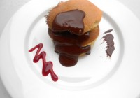 Pancakes cu sos de ciocolata